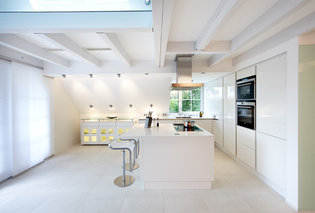 Photo of a medium sized contemporary l-shaped open plan kitchen in Dortmund with flat-panel cabinets, white cabinets, integrated appliances, an island and a double-bowl sink.