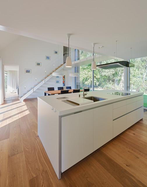 k che und essbereich mit luftraum modern k che other metro von m hring architekten. Black Bedroom Furniture Sets. Home Design Ideas