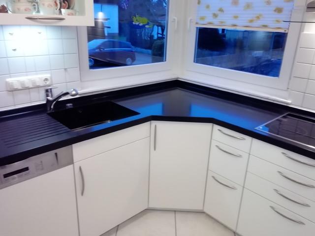 Küchen Renovierung - neue Arbeitsplatte aus Corian Black ...
