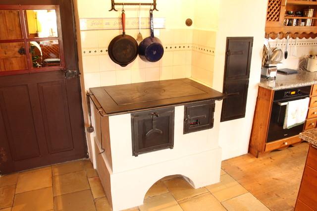 k chenherd gemauert mit durchheize ins wohnzimmer landhausstil k che m nchen von stefan. Black Bedroom Furniture Sets. Home Design Ideas