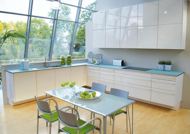 Glas arbeitsplatte küche  Küchen mit Küchenrückwand in Grau und Glas-Arbeitsplatte Ideen ...