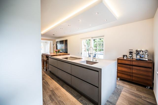 kundenfotos minimalistisch k che sonstige von philipps k chen bad design. Black Bedroom Furniture Sets. Home Design Ideas