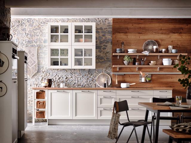 Landhaus-Küche in Holz und Stein - Landhausstil - Küche ...