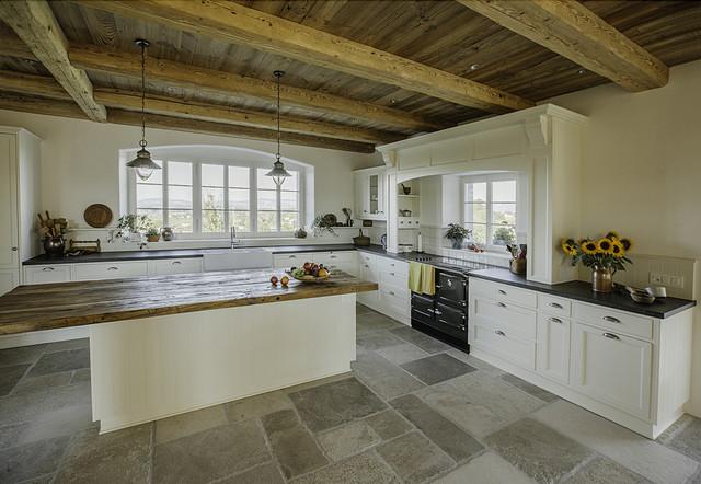 landhausk che in schweizer bauernhaus landhausstil. Black Bedroom Furniture Sets. Home Design Ideas