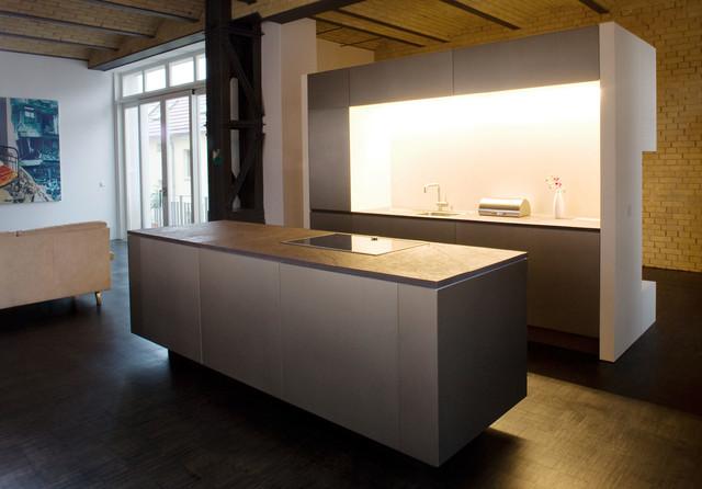 loft in berlin 6 modern k che other metro von lpdm los profesionales del montaje. Black Bedroom Furniture Sets. Home Design Ideas