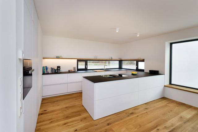Minimalistische Küche im Bauhaus Stil - Modern - Küche ...
