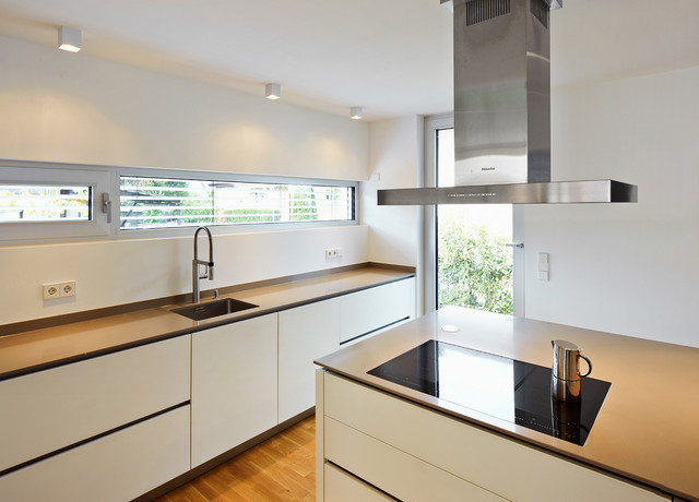 Haus gu k ngernheim contemporary kitchen frankfurt for Haus kitchens