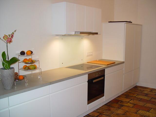 Outdoor Küche Aus Frankfurt : Moderne küche deckend weiß matt lackiert mit beton arbeitsplatte
