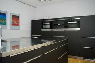 moderne küche edelstahl-arbeitsplatte, bora kochfeldabzug ... - Küche Mit Edelstahl Arbeitsplatte