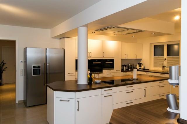 moderne k che mit deckenabzugshaube modern k che. Black Bedroom Furniture Sets. Home Design Ideas