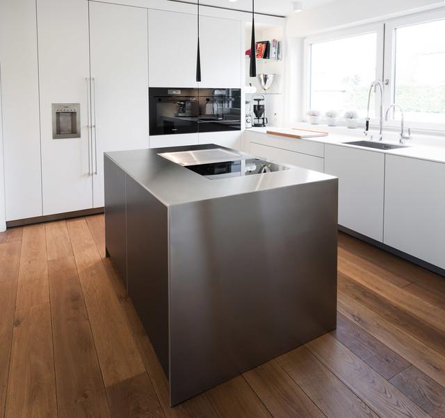 Monoblock aus Edelstahl als Kochinsel - Modern - Küche - Düsseldorf ...