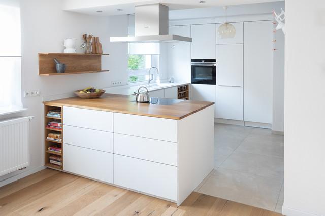 offene k che mit kochinsel contemporary kitchen. Black Bedroom Furniture Sets. Home Design Ideas
