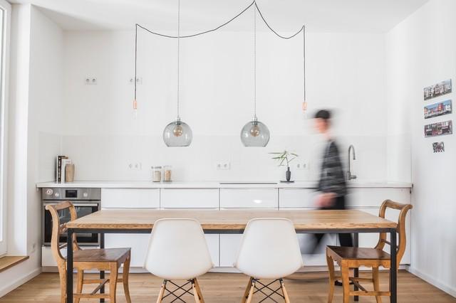 Offener Wohn- Essbereich in dezenten Farben - Modern - Küche ...
