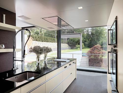 eine sehr sch ne deckenabzugshaube. Black Bedroom Furniture Sets. Home Design Ideas
