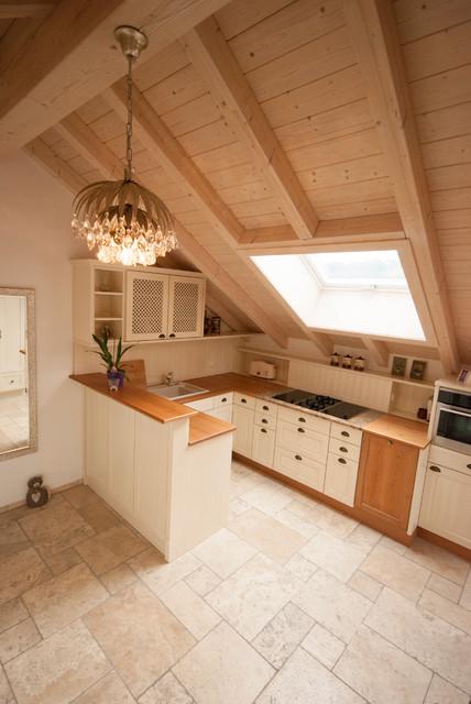 sanierung und neuausbau einer dachgeschoss wohnung landhausstil k che stuttgart von. Black Bedroom Furniture Sets. Home Design Ideas