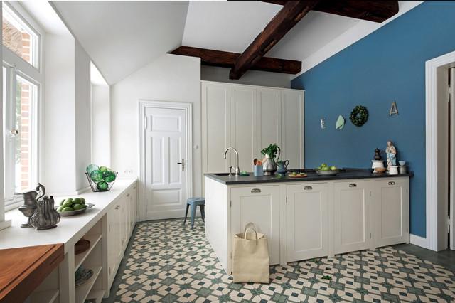 Large elegant porcelain floor enclosed kitchen photo in Dusseldorf with beaded inset cabinets, white cabinets, blue backsplash and a peninsula