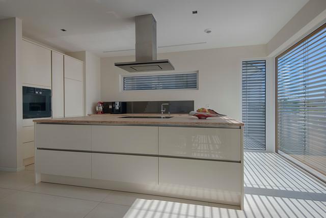 unikat satteldach modern kitchen other metro by werthaus heilbronn gmbh. Black Bedroom Furniture Sets. Home Design Ideas
