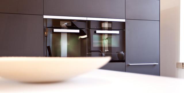unsere ausstellung contemporary kitchen stuttgart. Black Bedroom Furniture Sets. Home Design Ideas