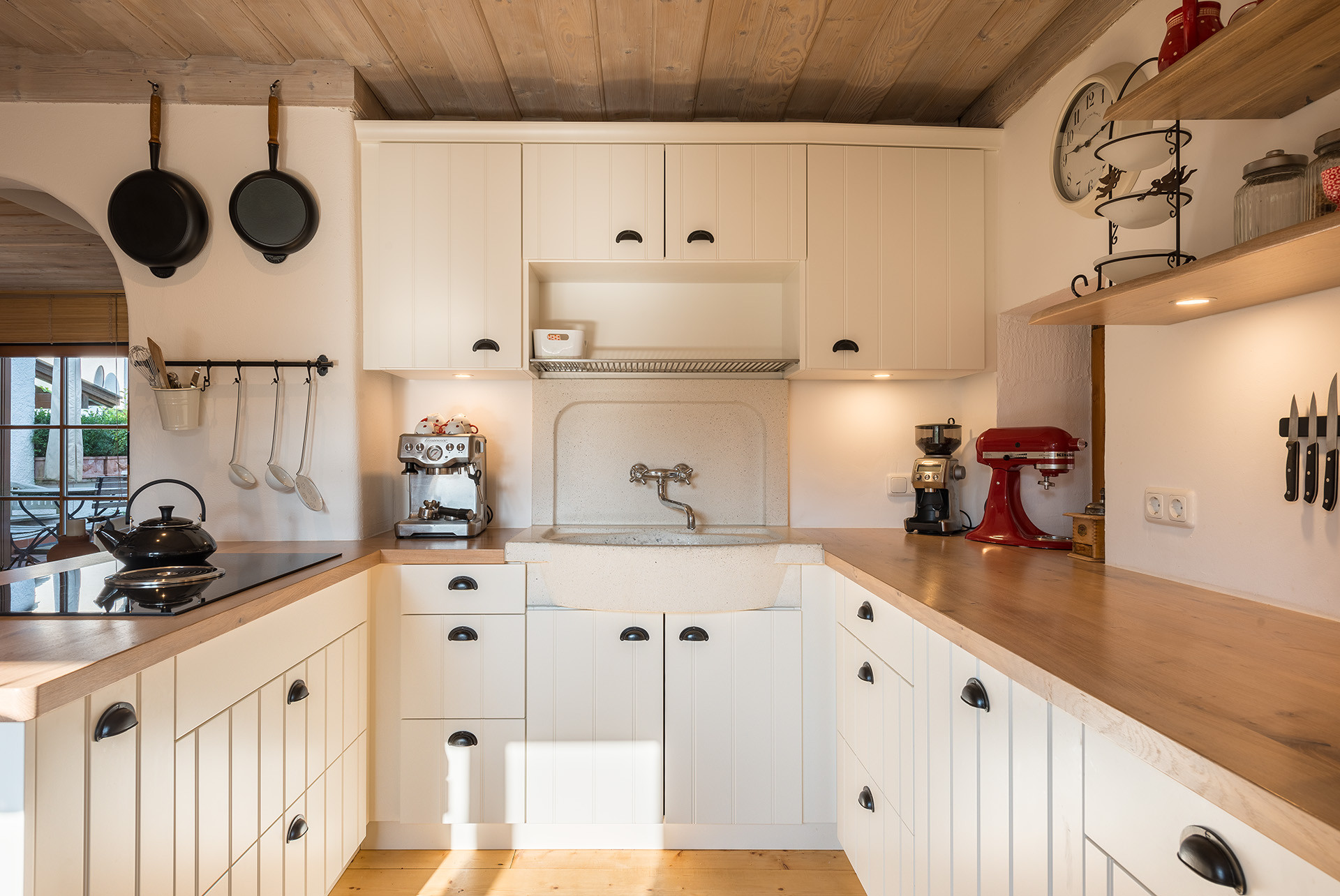 75 Beautiful Small Kitchen With Louvered Cabinets Pictures Ideas November 2020 Houzz