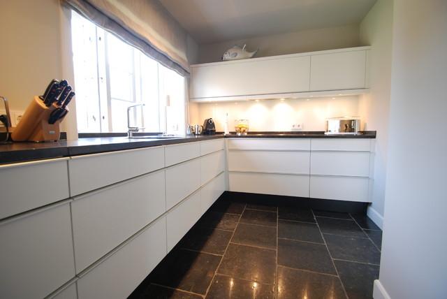 Weiße Eckküche Esszimmermöbel Contemporary Kitchen