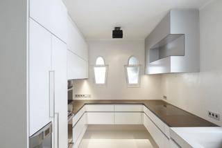 Weisse Kuche Mit Brauner Arbeitsplatte Modern Kuche Stuttgart