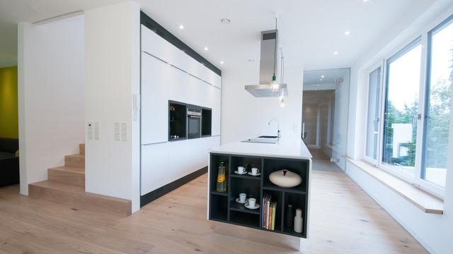 wohnhaus l modern k che n rnberg von tobiasweigel architektur. Black Bedroom Furniture Sets. Home Design Ideas