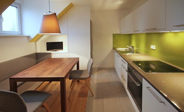 wohnk che mit dachschr ge. Black Bedroom Furniture Sets. Home Design Ideas