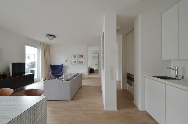 wohnung hol koch und wohnbereich modern k che frankfurt am main von eben architektur. Black Bedroom Furniture Sets. Home Design Ideas