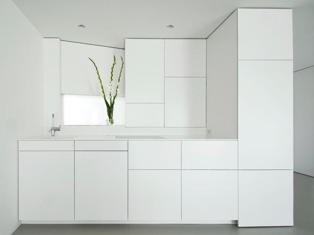 wohnungsausbau in berlin mitte minimalistisch k che berlin von der raum. Black Bedroom Furniture Sets. Home Design Ideas