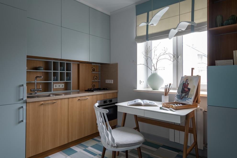 Esempio di una cucina lineare contemporanea chiusa con lavello da incasso, ante lisce, paraspruzzi marrone, elettrodomestici in acciaio inossidabile, pavimento multicolore e top beige