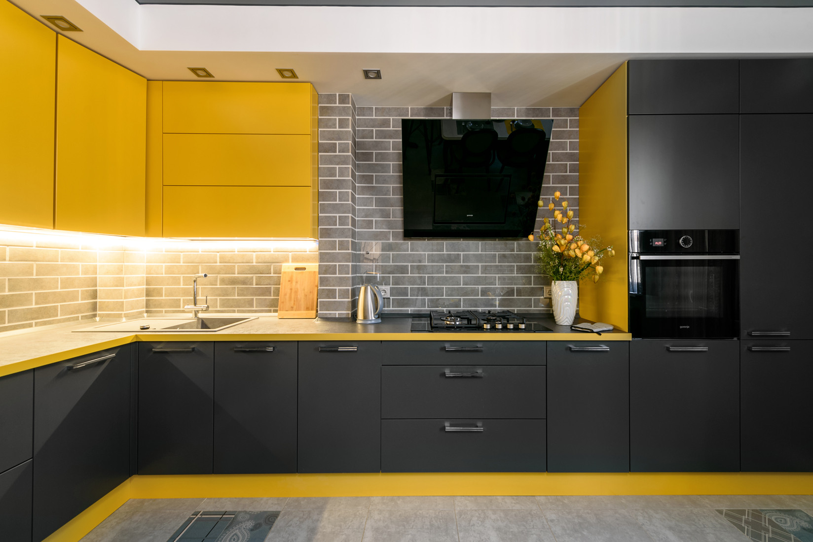 75 Beautiful Yellow Kitchen With Black Appliances Pictures Ideas January 2021 Houzz