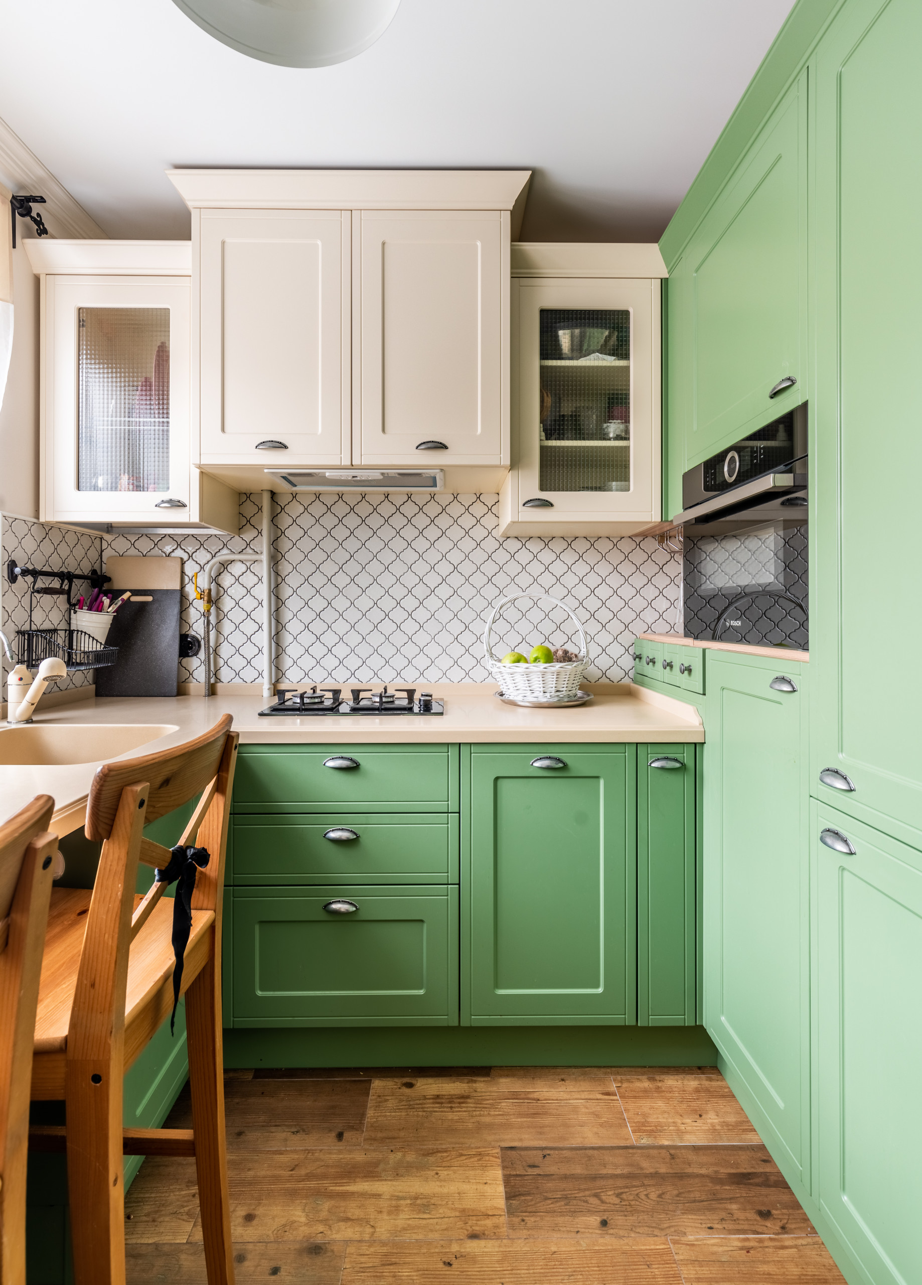 75 Beautiful Small Kitchen With Black Appliances Pictures Ideas October 2020 Houzz