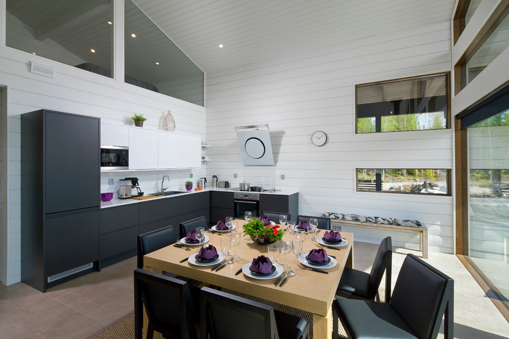 Example of a trendy eat-in kitchen design in Yekaterinburg with white backsplash, no island and an undermount sink