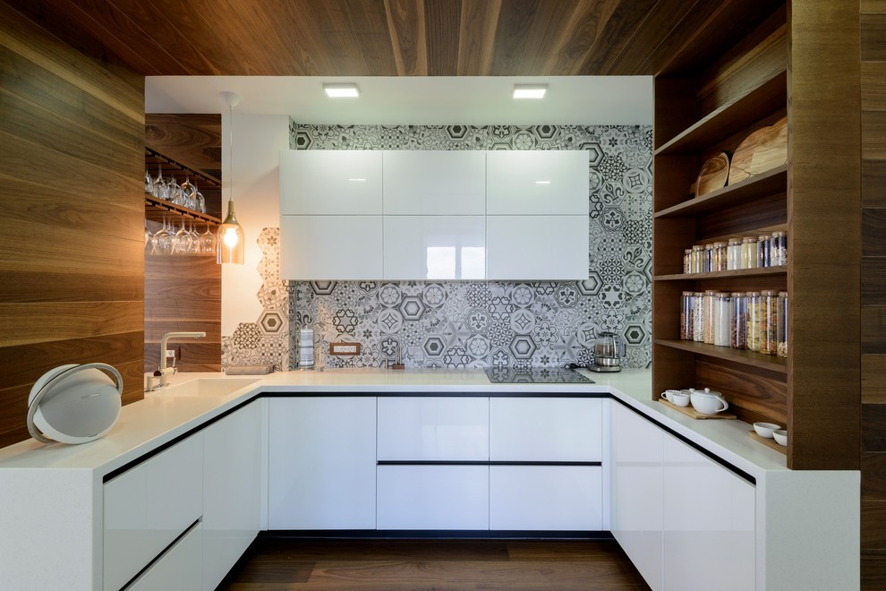 Open concept kitchen - contemporary u-shaped medium tone wood floor and brown floor open concept kitchen idea in Moscow with an integrated sink, flat-panel cabinets, white cabinets, gray backsplash and no island