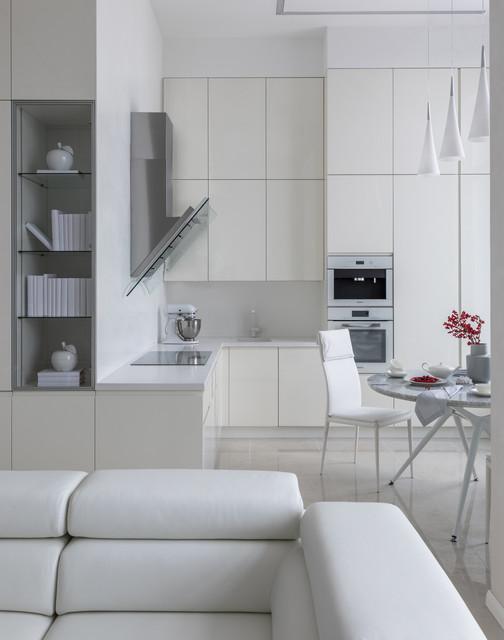 вид из гостиной на кухню Modern Küche Moskau Von