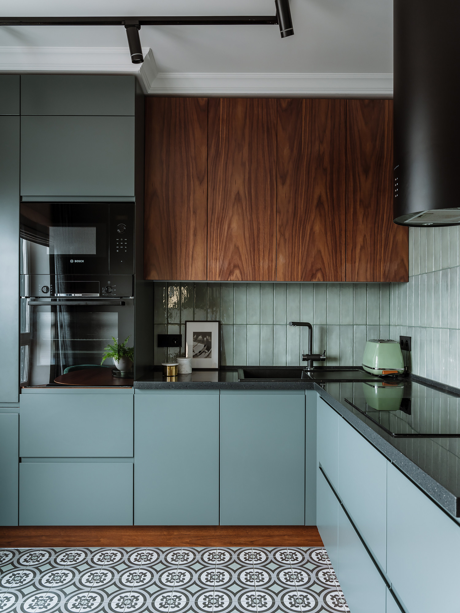 75 Beautiful Kitchen With Black Appliances Pictures Ideas February 2021 Houzz