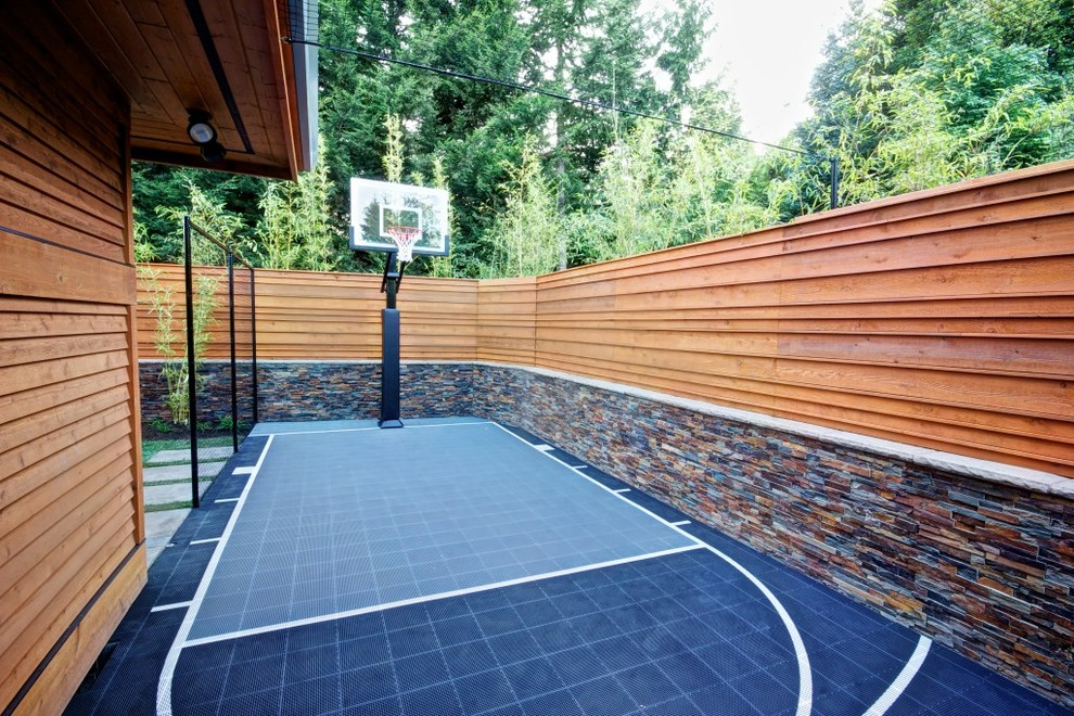 Inspiration for a contemporary side yard outdoor sport court in Portland.
