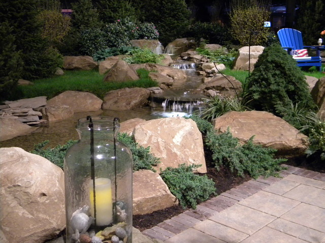 Design ideas for a traditional landscaping in Cleveland.