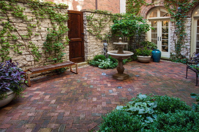 A French Courtyard Traditional Landscape chicago