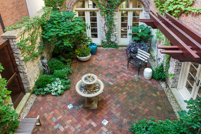 A French Courtyard Traditional Garden Chicago by