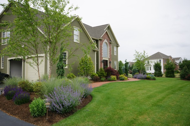 A front foundation landscape makeover traditional for Foundation garden designs