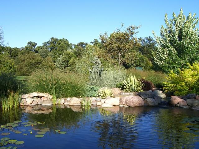 A Garden for Every Season traditional-landscape