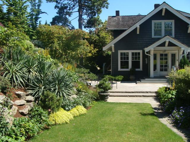 A laurelhurst hillside garden craftsman landscape for Craftsman style garden designs