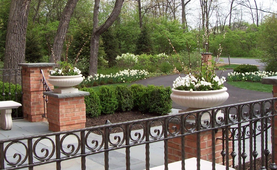 Inspiration for a mid-sized traditional full sun front yard stone driveway in Chicago for spring.