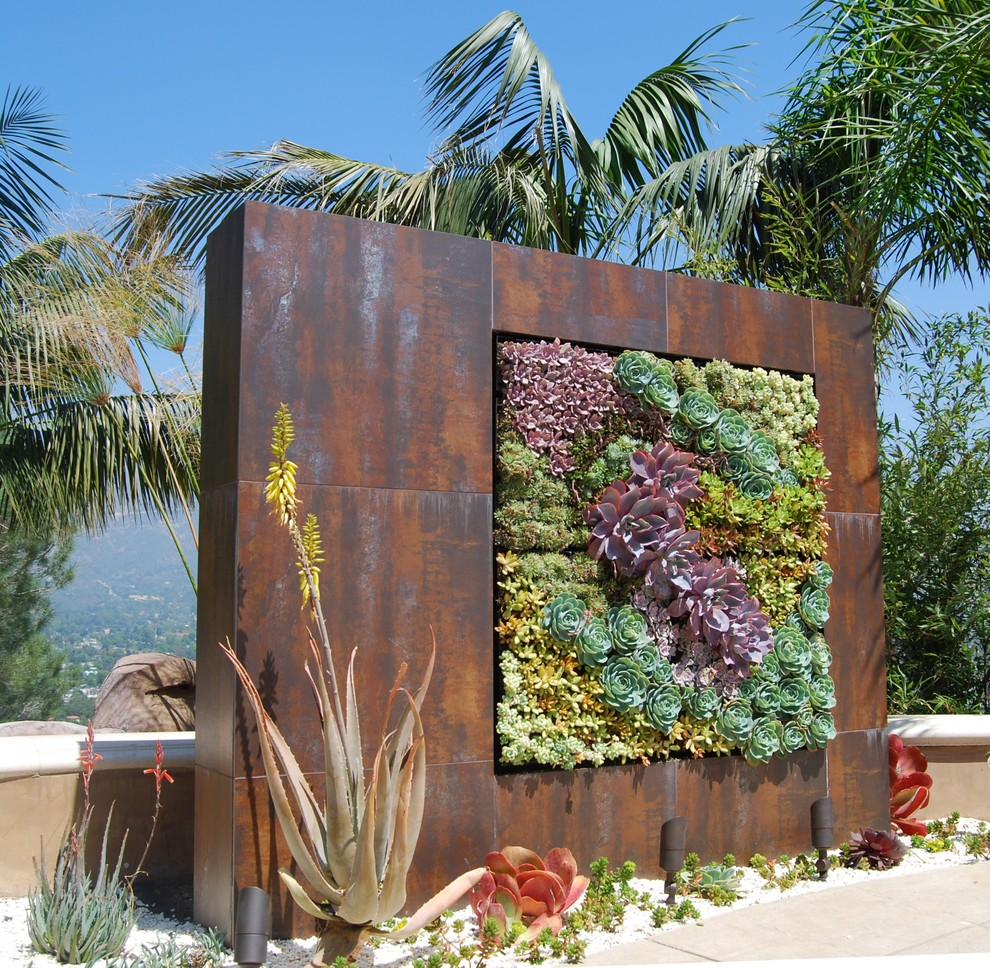 Inspiration for an industrial landscaping in Los Angeles.