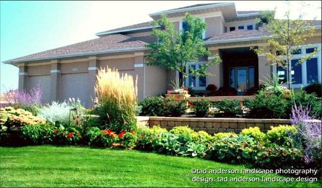 A welcoming entry courtyard terracing minnesota for Landscape design mn