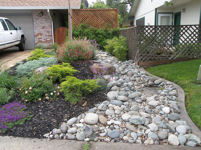 After no lawn landscape sacramento by roberta for Landscaping rocks sacramento