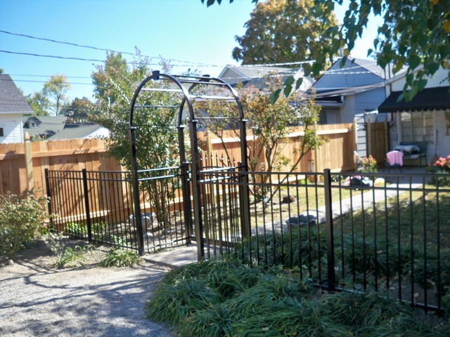 Alumi Guard Arbor Ascot Style Fencing Victoria Style Arched Gate With Quad Fin