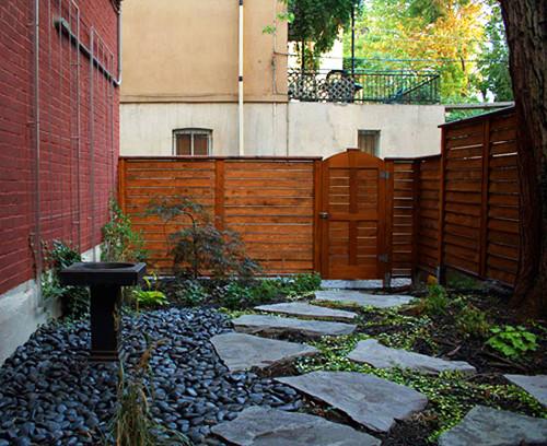 An intimate urban back court garden contemporary-landscape