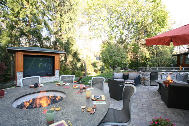Ann arbor outdoor living contemporary landscape for Backyard design ideas for entertaining
